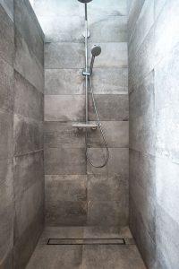 feinsteinzeug natursteinverkleidung dusche
