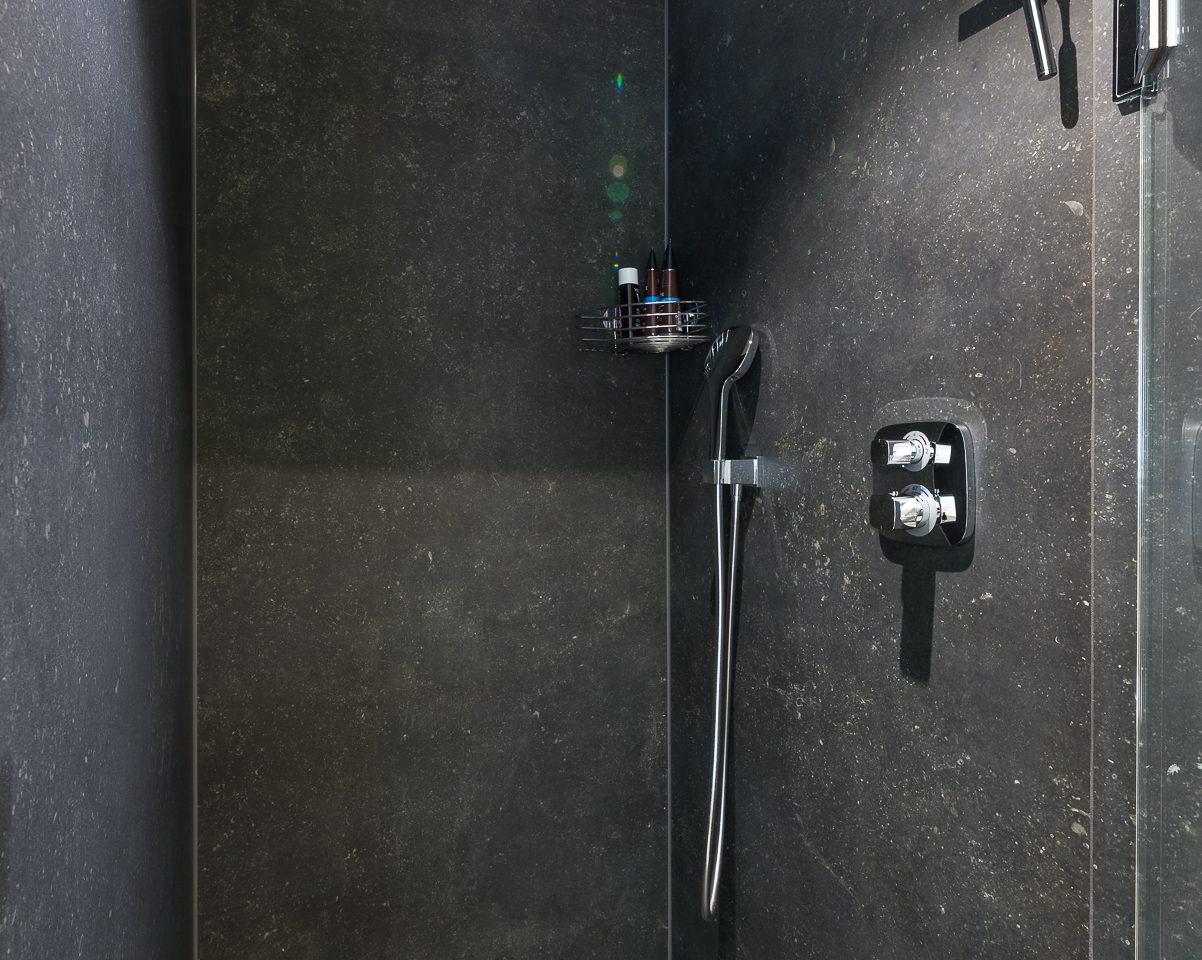 Großformat_ Duschbereich